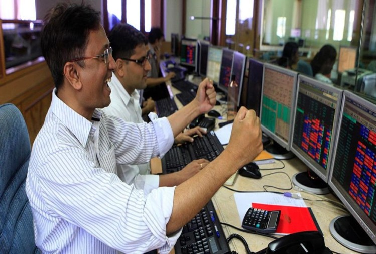 sensex rises by 300 points after government announces review of economic condition