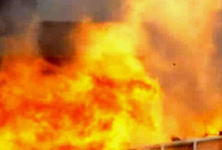 Fire breaks out a factory in #Delhi's Narela area, 10 fire tenders at the spot