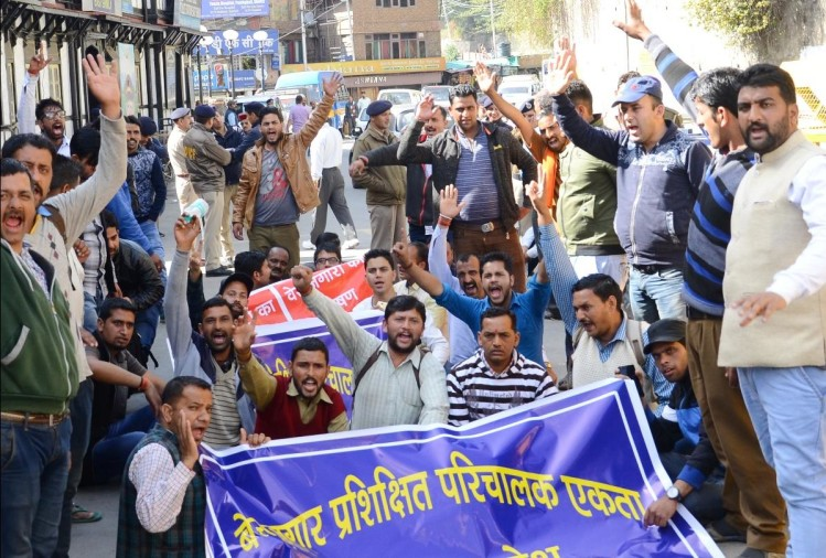 protest outside secretariat by hrtc trainee conductors