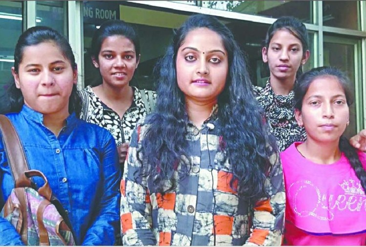 Girl students of Delhi University caught the thief