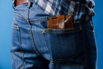 know how putting purse in your back pocket can lead you in trouble
