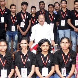 उपराष्ट्रपति वेंकैया नायडू ने अतुल माहेश्वरी छात्रवृति 2017 के छात्रों को किया सम्मानित