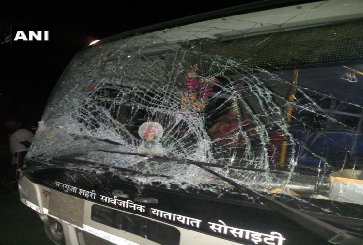 Chhattisgarh: 5 killed and 6 injured in a collision between van and a bus in Balrampur