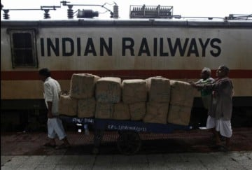 Railways to issue medical cards to employees, retirees