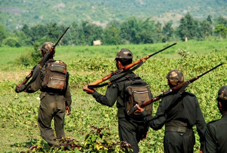 chhattisgarh : 10 naxals killed in an encounter with security forces in bijapur
