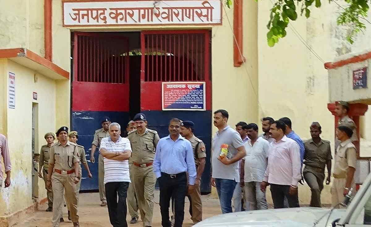 Jhunna Chitrakoot And Honey Baghpat Will Shift To Jail After Being Kept In Varanasi Jail - जेल में बंद रहकर गिरोह चलाने पर झुन्ना चित्रकूट और हनी बागपत जेल में होगा शिफ्ट -
