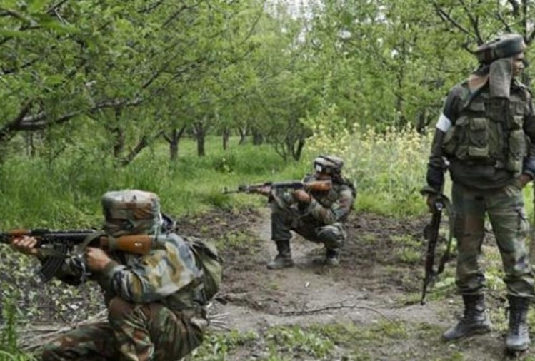 two Naxal killed in an ongoing encounter with security forces