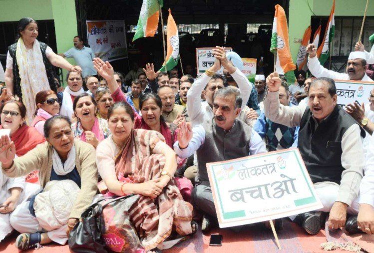 himachal congress party protest over karnataka election issue
