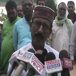 सपा नेता का विवादित बयान, बोले- 'महिलाओं को ऐसे कपड़े पहनने चाहिए, जो अश्लील ना हो'