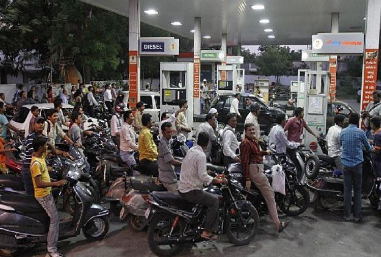 indian oil to open 25k petrol pump in next three years, will have to invest 12 lakh