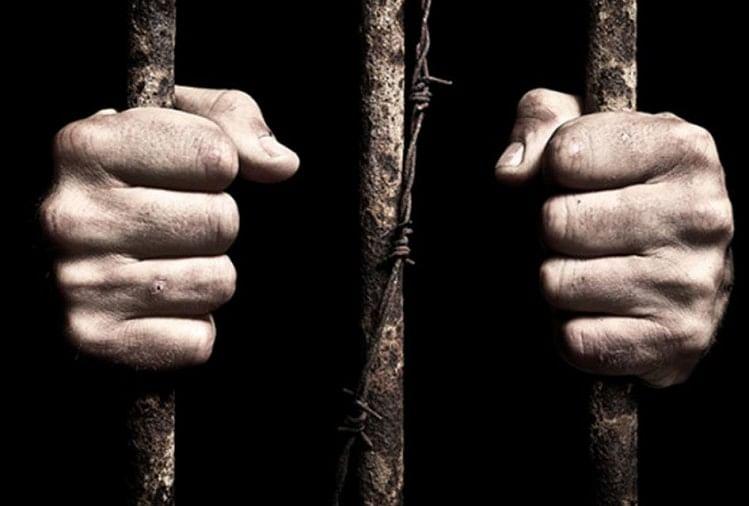 दुनिया छोड़ चुके दुराचारियों और बदमाशों का नाम पुलिस की फाइलों की कैद से बेहद मुश्किल से आजाद हो पाता है। हालांकि एसएसपी प्रभाकर चौधरी के तैनात होने के बाद जिला पुलिस इस संबंध में गंभीर हुई है...