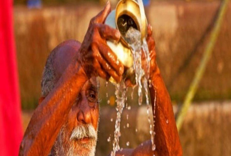 Do not do these common mistakes while offering water to God Sun