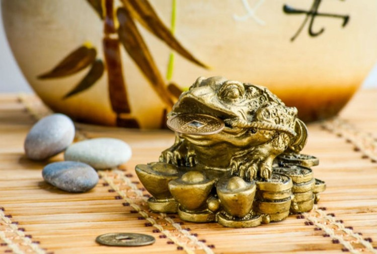 feng shui tips know reason why people keep their houses in turtle and laughing buddha