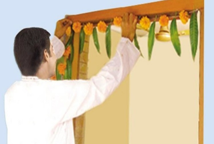 Know Reasons behind hanging mango leaves on the main door of house