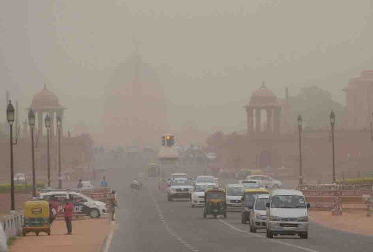 dusty storm blows in delhi ncr, mercury dips farmers will face consequence