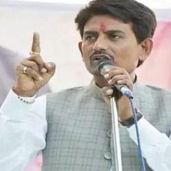 अल्पेश ठाकोर ने मंच से उड़ाए पैसे, कांग्रेस विधायक का दावा- नेक काम के लिए किया ऐसा