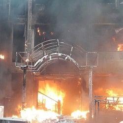 लखनऊ : चारबाग के एसएसजे और विराट होटल में लगी भीषण आग, चार जिंदा जले, कई झुलसे