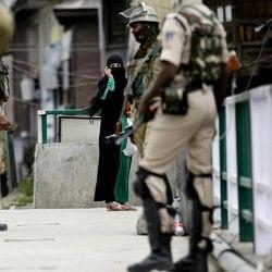 जम्मू-कश्मीर: आतंकियों ने किया पुलिस पोस्ट पर हमला, एक जवान शहीद, हथियार लेकर भागे आतंकी