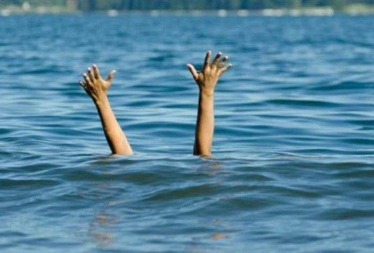 घर के आंगन में पानी की टंकी में डूबने से अध्यापिका की मौत