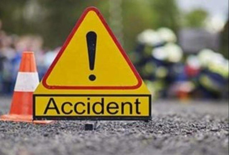Seven people of a single family died due to falling into a car accident in Gujarat