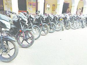 Raid In Badwa Gaon - बाइक चोरों के गिरोह