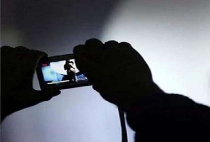 Image result for पहले लूटी इज्जत, फिर खींची गंदी तस्वीरें