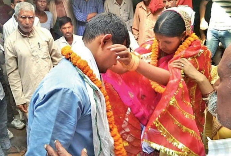 military man gets marriage at his girlfriend home when he learn about his father's dowry demand