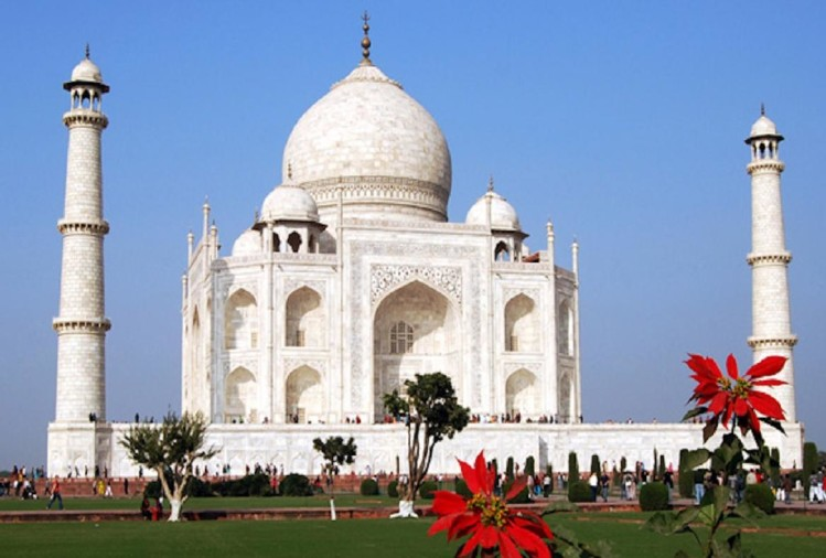 Supreme Court says 'Masjid' to Taj Mahal, Demand for outsider prayer rejects