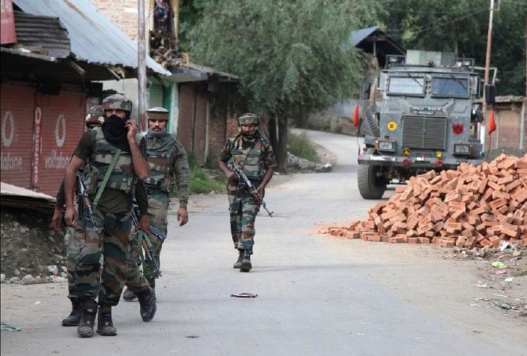 जम्मू-कश्मीरः पुंछ में सुरक्षाबलों और आतंकियों के बीच मुठभेड़, तीन आतंकी घिरे