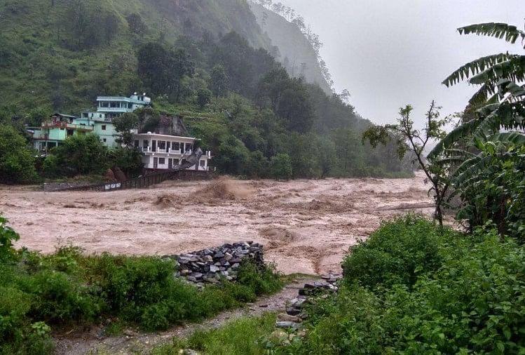रामगंगा में बाढ़ से बह गया पुल