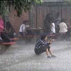 दिल्ली एनसीआर में झमाझम बारिश, गर्मी और उमस से मिली राहत