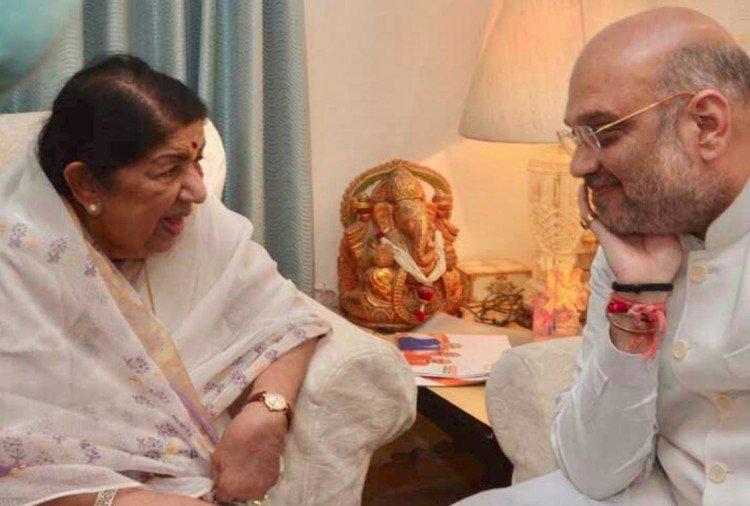 As part of Sampark campaign Amit Shah meets Lata Mangeshkar in Mumbai