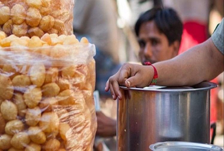 Mumbai ke Special Pani Puri wala: For Gol Gappe lovers, vendor was caught on camera mixing toilet water in pani puri. Kolhapur | Maharashtra.
