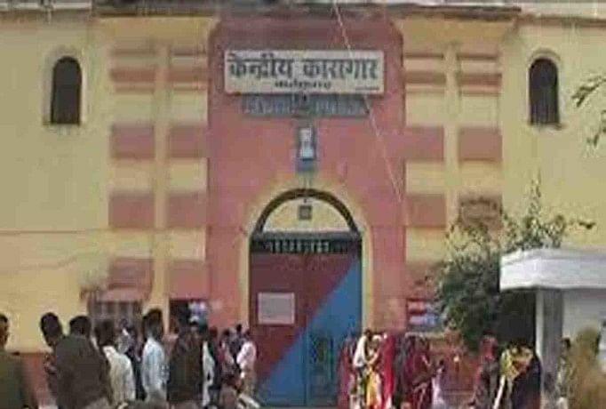 Image result for डीएम ने लिया सुनील राठी और सुभाष ठाकुर की बैरकों का जायजा