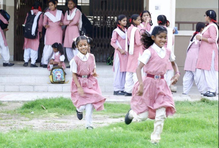 ऑनलाइन परीक्षाओं के आंकड़े चौंकाने वाले,  लड़कियों ने किया बेहतरीन प्रदर्शन