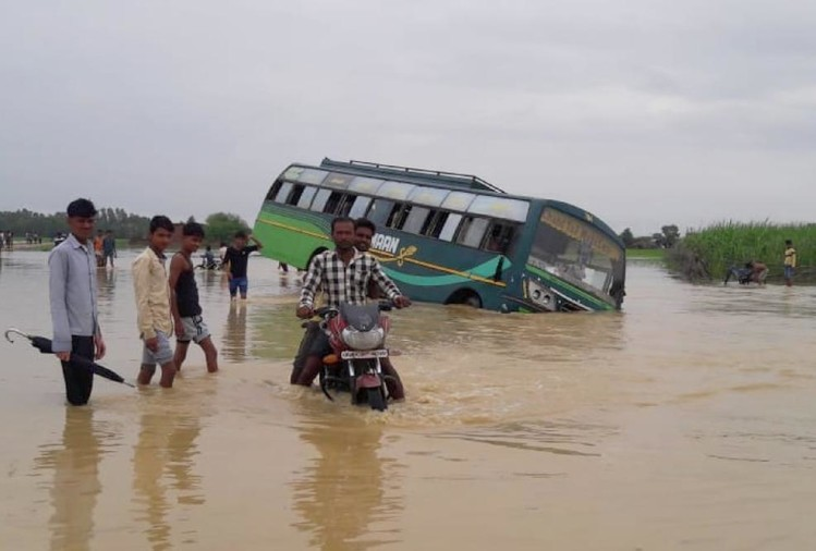 A bus falls in flood water in balrampur.