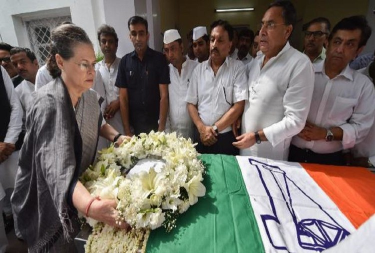 Congress chair person Sonia Gandhi pays tribute to RK Dhawan