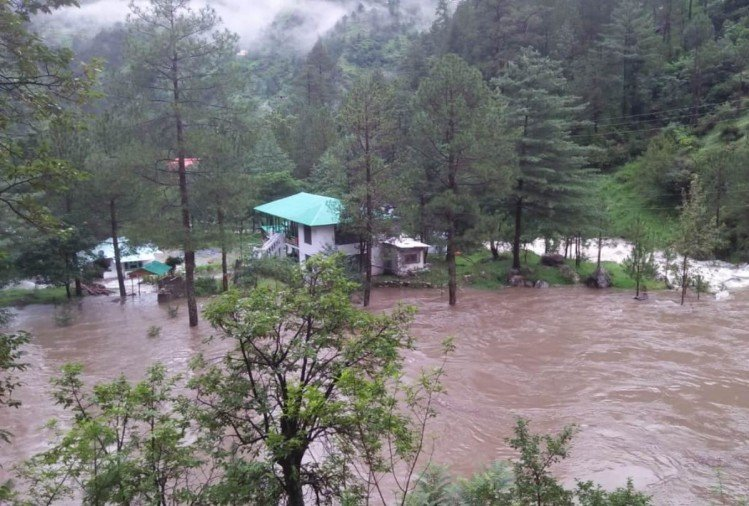 Himachal weather report cloudburst in Banjar Kullu Himachal Rain In Shimla
