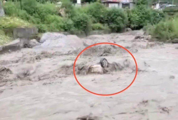 Two Men washed away with car in flooded river ganvi khadd jyuri in rampur bushar Shimla
