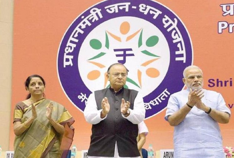 PM Narendra Modi will give big advantage to Jandhan account holders on August 15