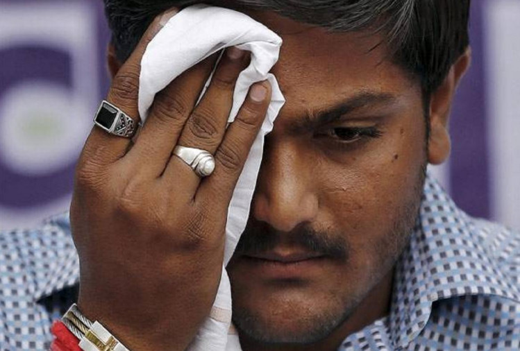 Hardik Patel and other Patidar leaders detained by Ahmedabad Crime Branch before strike