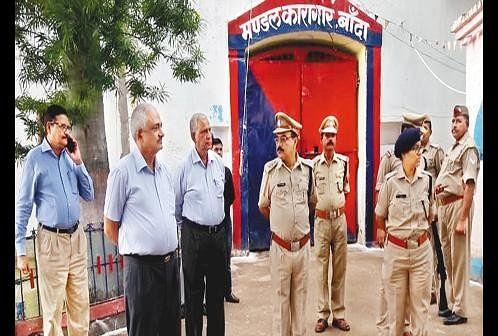 Amendment Committee Inspected In Banda Jail - सुधार समिति का बांदा जेल में  निरीक्षण - Amar Ujala Hindi News Live