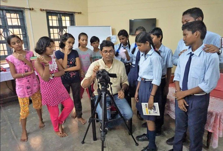 skift an initiative of ftii pune is skilling people in making films from mobile, acting, editing