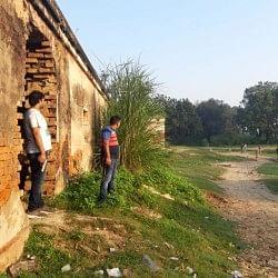 अलीगढ़: हरदुआगंज की नहर कोठी में छिपे बदमाशों को पुुलिस ने घेरा, मुठभेड़ जारी