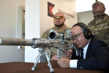 Vladimir Putin showed off his sniper skills with new kalashnikov sniper rifle
