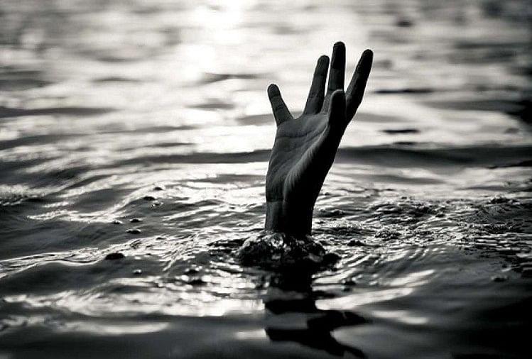 सोनभद्र में मछली पकड़ने गए दो बच्चों की बंधी में डूबने से मौत, मचा कोहराम