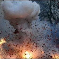 आंध्र प्रदेश : घर में रखा पटाखा फटने से एक ही परिवार के तीन लोगों की मौत, तीन घायल