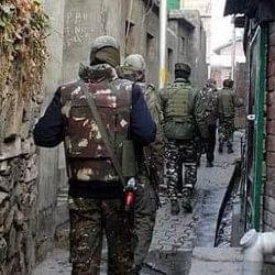 जम्मू-कश्मीर: पुलवामा-शोपियां में सुरक्षाबलों ने 10 गांवों को घेरा, घर-घर की जा रही आतंकियों की तलाश