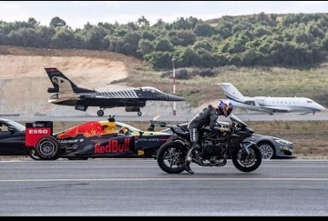 fighter plane ,formula one car,and super bike took participate in race together