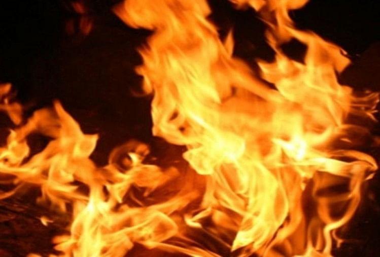 प्रयागराज के प्रतापगढ़ इलाके के बाघराय थाना क्षेत्र के जलालपुर गांव में विवाहिता की जलने से मौत हो गई। पुलिस ने मुकदमा दर्ज कर दो लोगों को हिरासत मेंलिया जहां उनसे पूछताछ चल रही है।